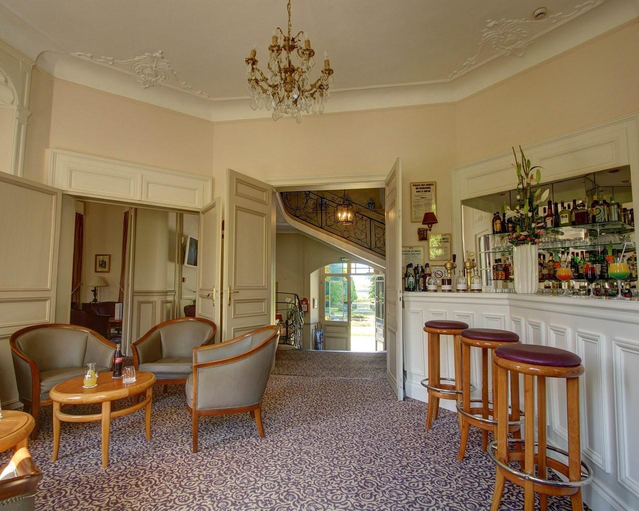 Najeti Hôtel Château Clery à SAINT ETIENNE AU MONT