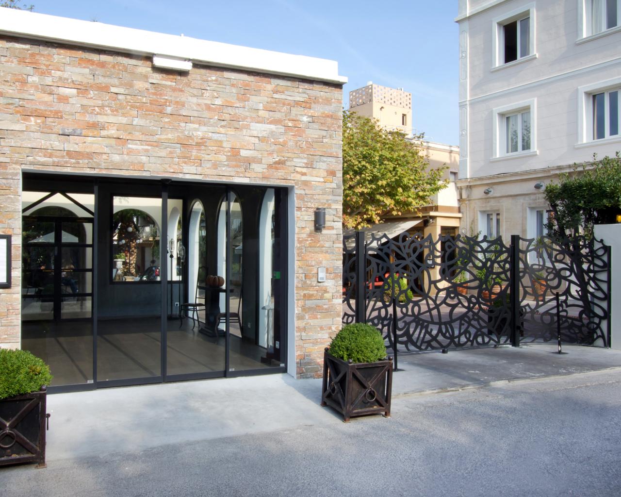 New Hotel Bompard Restaurant